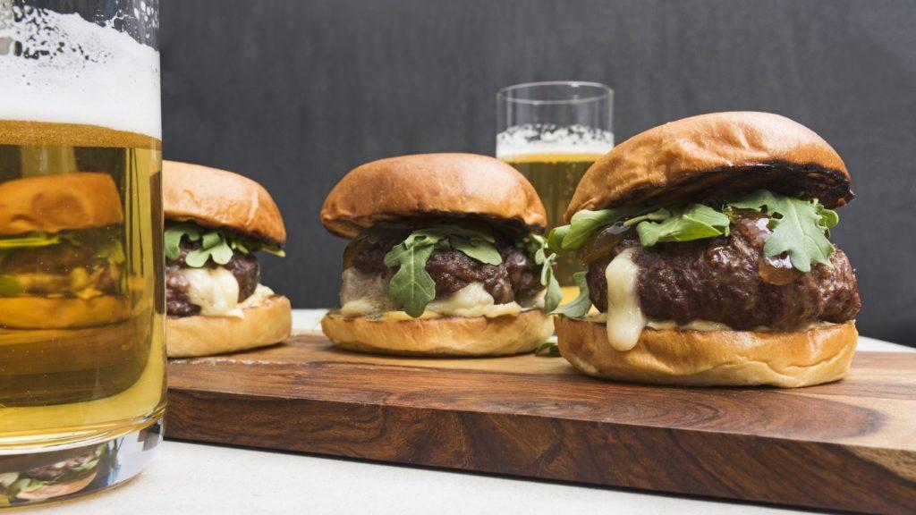 6 Burger Lezat Dari Berbagai Negara Yang Wajib Kamu Coba 7