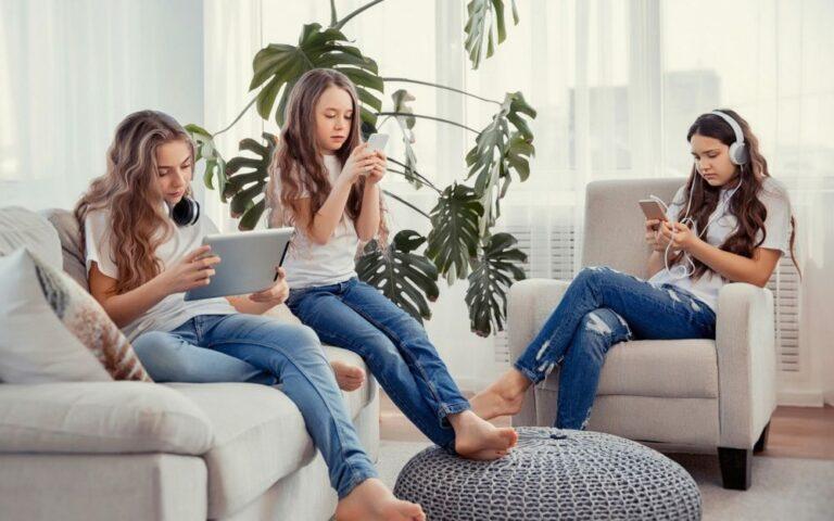 Anak Kecanduan Gadget? Simak 5 Tips Mengatasi Anak Kecanduan Gadget 1