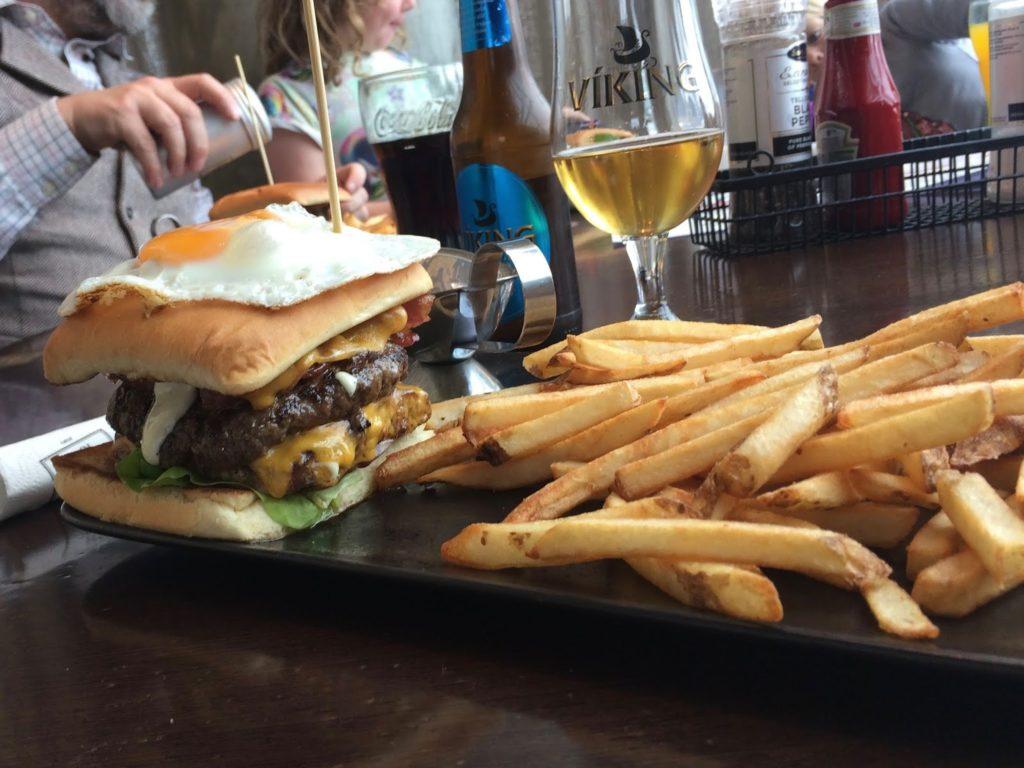 6 Burger Lezat Dari Berbagai Negara Yang Wajib Kamu Coba 4