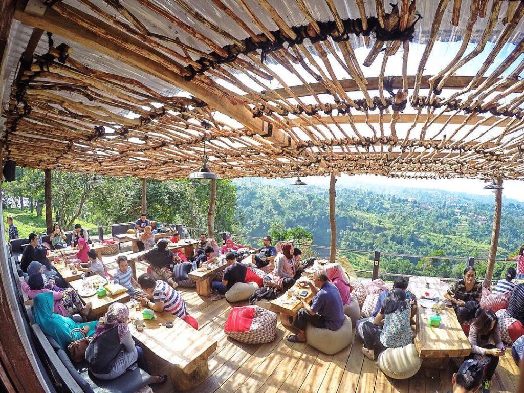 50 Pemandangan Alam Indonesia yang Wajib Traveler Samperin 40