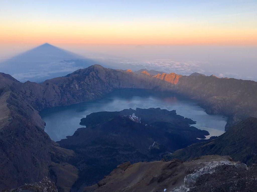 50 Pemandangan Alam Indonesia yang Wajib Traveler Samperin 20