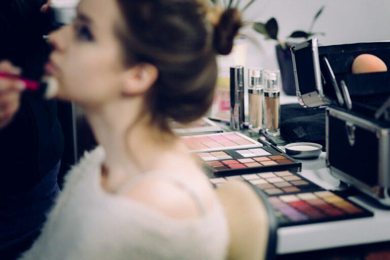5 Alat Make Up Dasar Bagi Pemula, Mana Yang Sudah Kamu Miliki ? 1