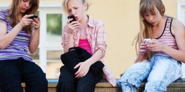 5 Tips Anak Aman Bermain Media Sosial 13