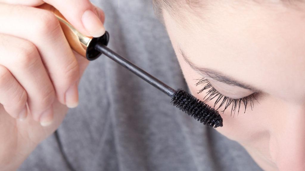 Samarkan Wajah Kurang Tidurmu Dengan 6 Trik Makeup Ini 7