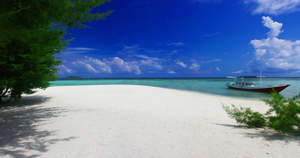 50 Pemandangan Alam Indonesia yang Wajib Traveler Samperin 48