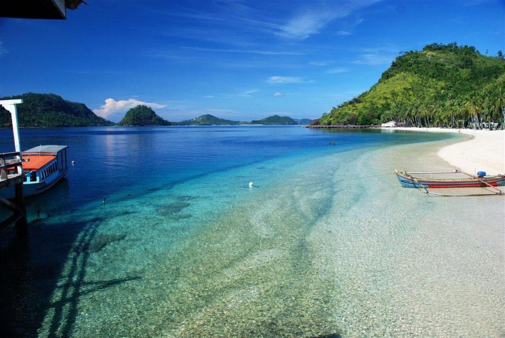 50 Pemandangan Alam Indonesia yang Wajib Traveler Samperin 30