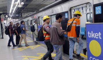 Jangan Norak, Ini 42 Aturan dan Larangan Saat Naik MRT 94