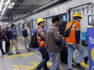 Jangan Norak, Ini 42 Aturan dan Larangan Saat Naik MRT 14
