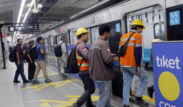 Jangan Norak, Ini 42 Aturan dan Larangan Saat Naik MRT 1