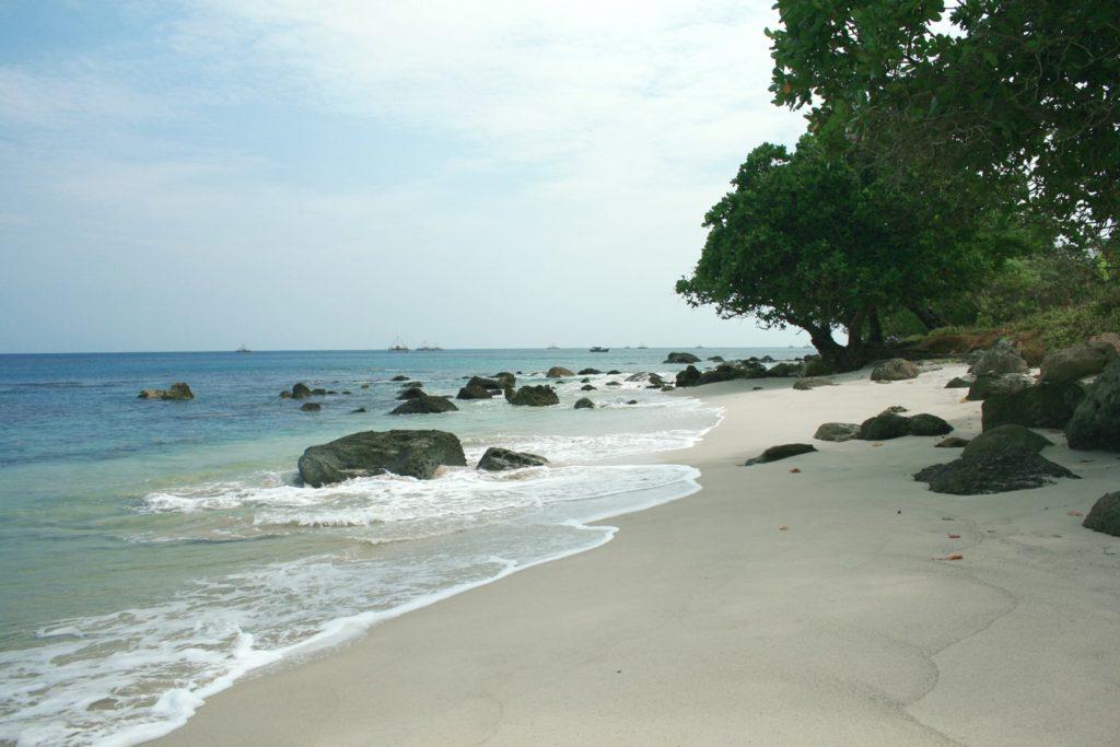 50 Pemandangan Alam Indonesia yang Wajib Traveler Samperin 38