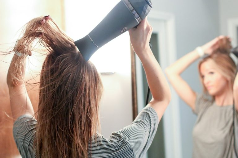5 Cara Keringkan Rambut Tanpa Takut Rusak 1