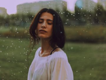 7 Tips Makeup Saat Musim Hujan 13