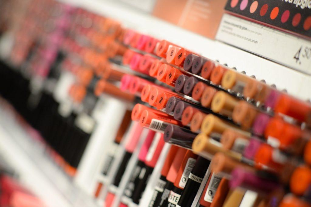 7 Tips Makeup Saat Musim Hujan 6