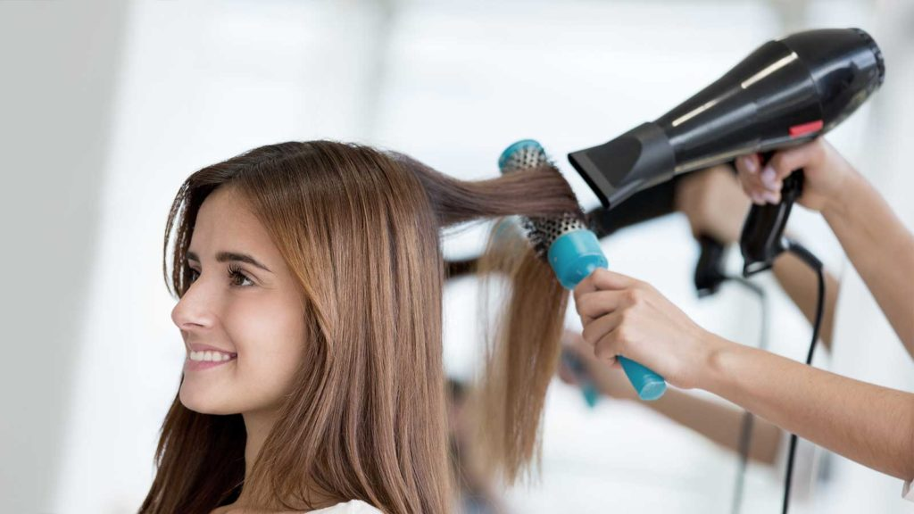 5 Cara Keringkan Rambut Tanpa Takut Rusak 3