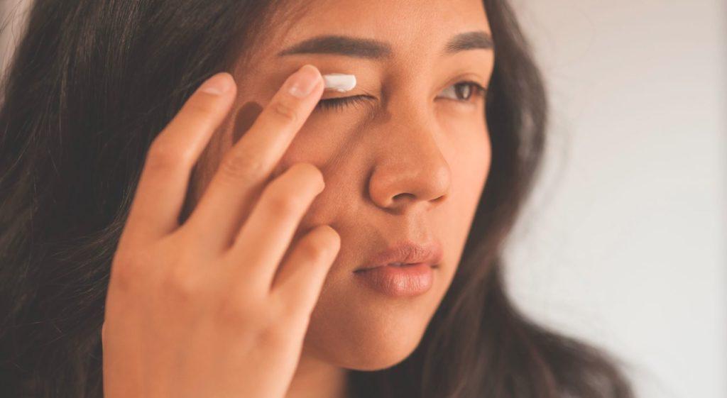 7 Manfaat Menyimpan Kosmetik Dalam Kulkas 3