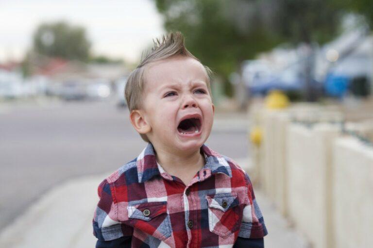5 Tips Tenangkan Anak Saat Menangis Hingga Menjerit 1