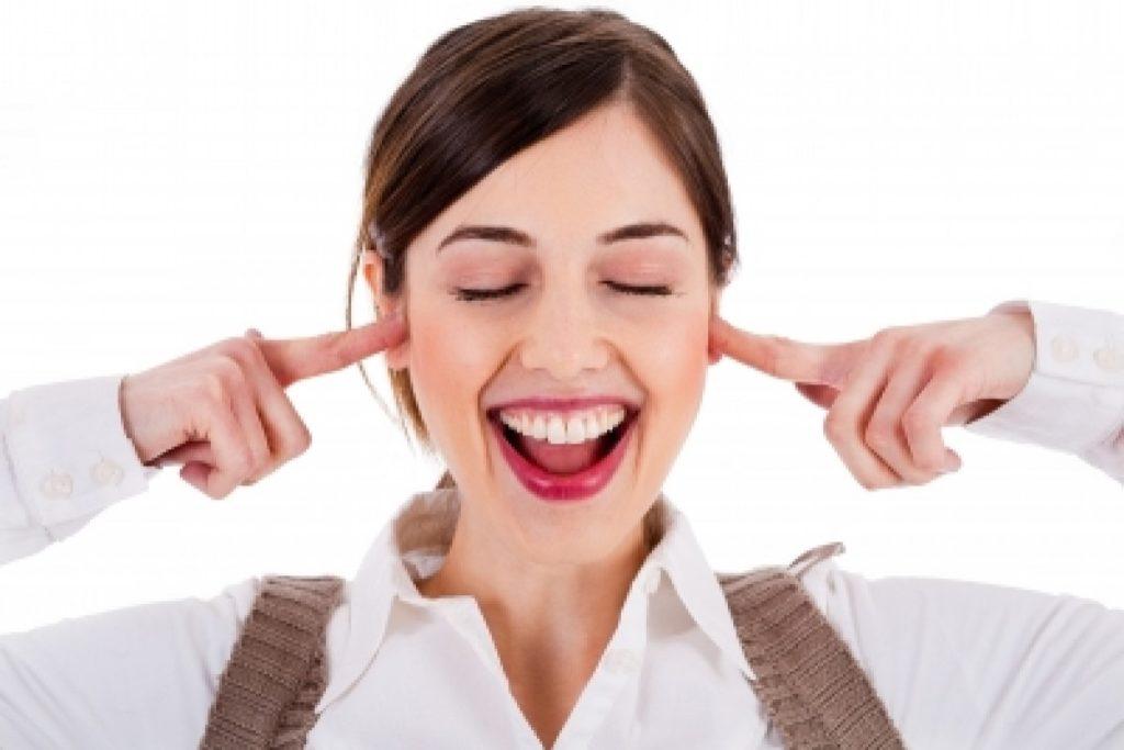 "5 Tips Bijak Menjawab Pertanyaan ""Kapan Nikah""?, Senyumin Saja! 6"