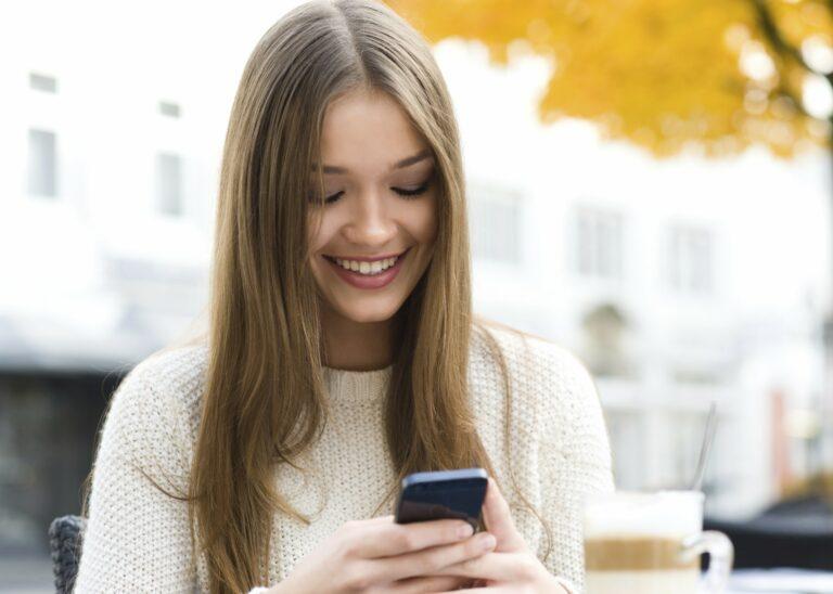 Keseringan Bermain Dengan Smartphone Dapat Membuat Tengkorak Kepala Benjol 1