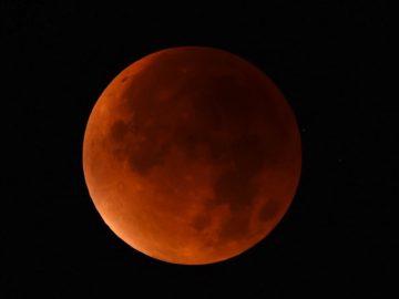 Inilah Penampakan Sebagian Gerhana Bulan 5