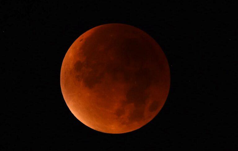 Inilah Penampakan Sebagian Gerhana Bulan 1