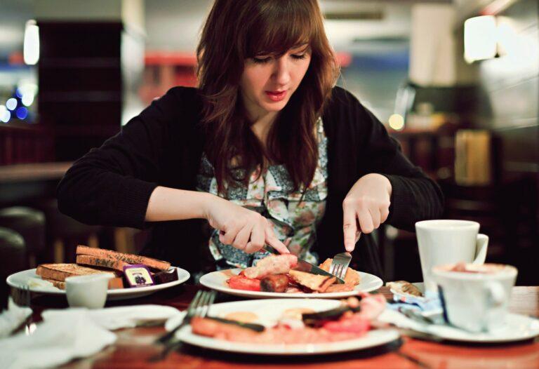5 Makanan Yang Wajib Dihindari dan Tidak Dikonsumsi Saat Perut Kosong 1