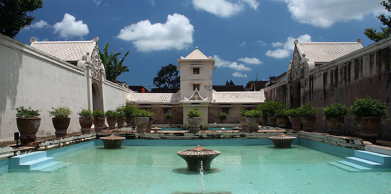 5 Tempat Wisata Yang Memiliki Arsitektur Megah di Yogyakarta 4