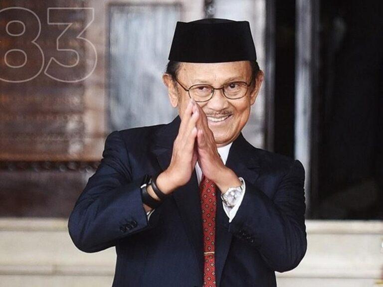 Presiden RI ke -3 BJ Habibie Meninggal Dunia, Warga Parepare Nyalakan Lilin di Monumen Cinta Habibie Ainun 1