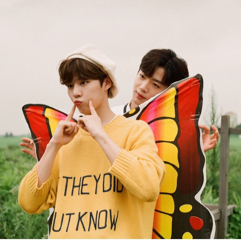 Sempat Bersaing Merebut Posisi Center Produce X 101, Inilah 10 Foto Kedekatan Kim Yoo Han dan Kim Woo Seok X1 10