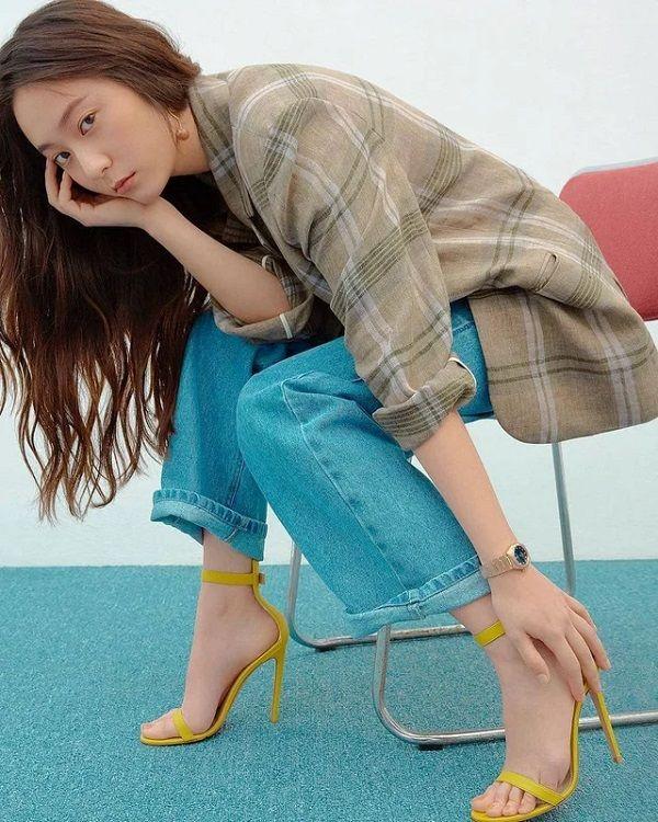 10 Inspirasi Casual Style Oleh Krystal Jung Yang Tidak Ketinggalan Jaman 10