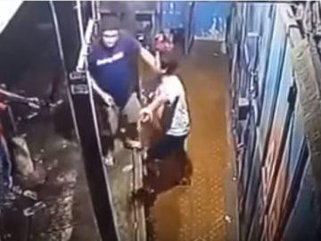 Viral, Video Polisi Todong Pemuda Yang di Paksa Membawa Narkoba 5