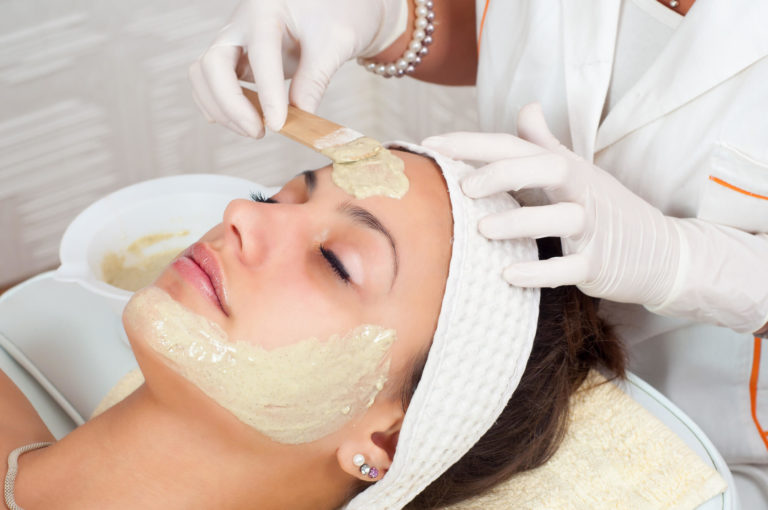 Berhati - hatilah, 5 Produk Skincare Ini Tidak Boleh Digunakan Pada Area Mata 1