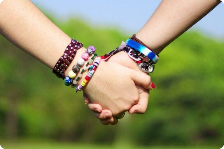 10 Foto Yang Memberi Kesan Bahwa Pentingnya Memiliki Sahabat Sejati 1
