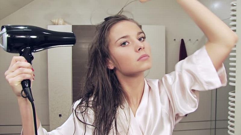 Perlu Berhati - hati, Inilah 5 Hal Yang Harus Kamu Perhatikan Saat Mencatok Rambutmu 3