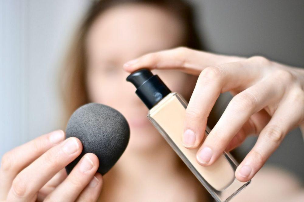 5 Kesalahan Saat Pakai Beauty Blender, Para Wanita Harus Tahu ! 4