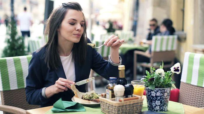 Percaya atau Tidak, Inilah 5 Manfaat Yang Kamu Dapat Saat Makan Sebelum Tidur 5