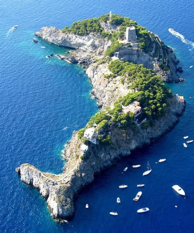 10 Pulau Dengan Bentuk Paling Unik di Dunia, Indonesia Salah Satunya ! 11