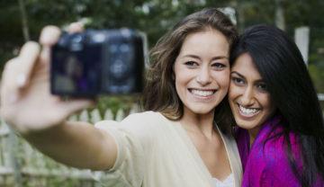 5 Tanda Hubungan Pertemananmu Sudah Berada di Tahap Paling Nyaman Untuk Saling Terbuka Satu Sama Lainnya 9