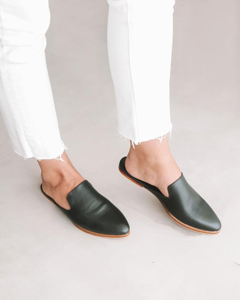 5 Sepatu Kekinian Yang Paling Banyak di Cari Wanita, Yuk Kamu Jangan Sampai Ketinggalan 3