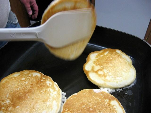 10 Cara Membuat Pancake Dengan Hasil Yang Lebih Lembut dan Dijamin Ketagihan 12