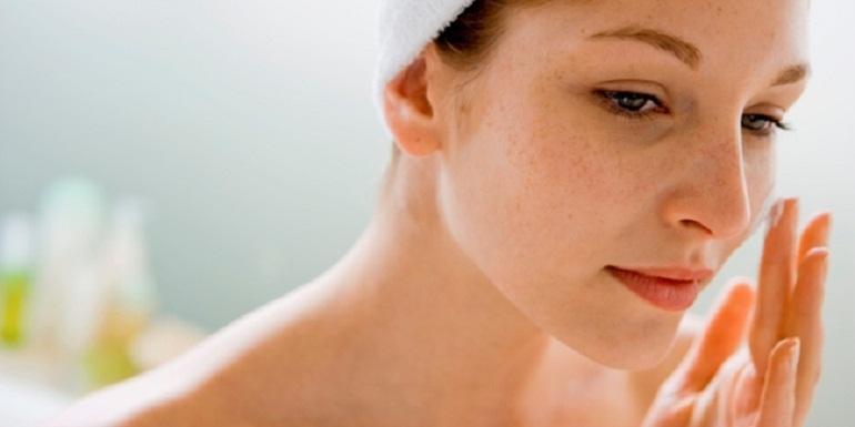 5 Manfaat Face Oil Untuk Masalah Kulit Yang Berminyak dan Berjerawat 4
