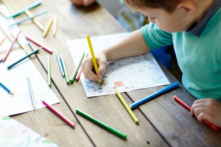 5 Cara Mengajarkan Anak Menggambar dan Mewarnai, Dijamin Anak Tidak Cepat Bosan ! 4