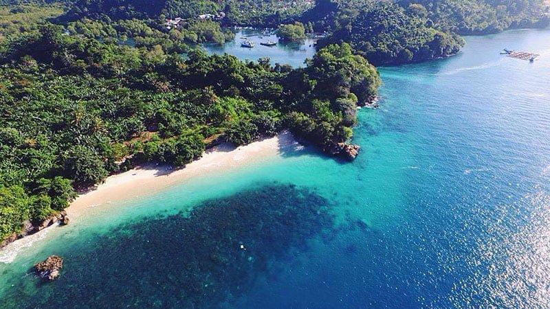 5 Pantai Malang Yang Wajib Kamu Kunjungi Saat Berlibur Ke sini, Indah dan Eksotis 4