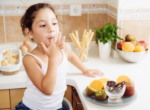 5 Cara Mengatasi Anak Susah Makan dan Pilih - pilih Makanan 4