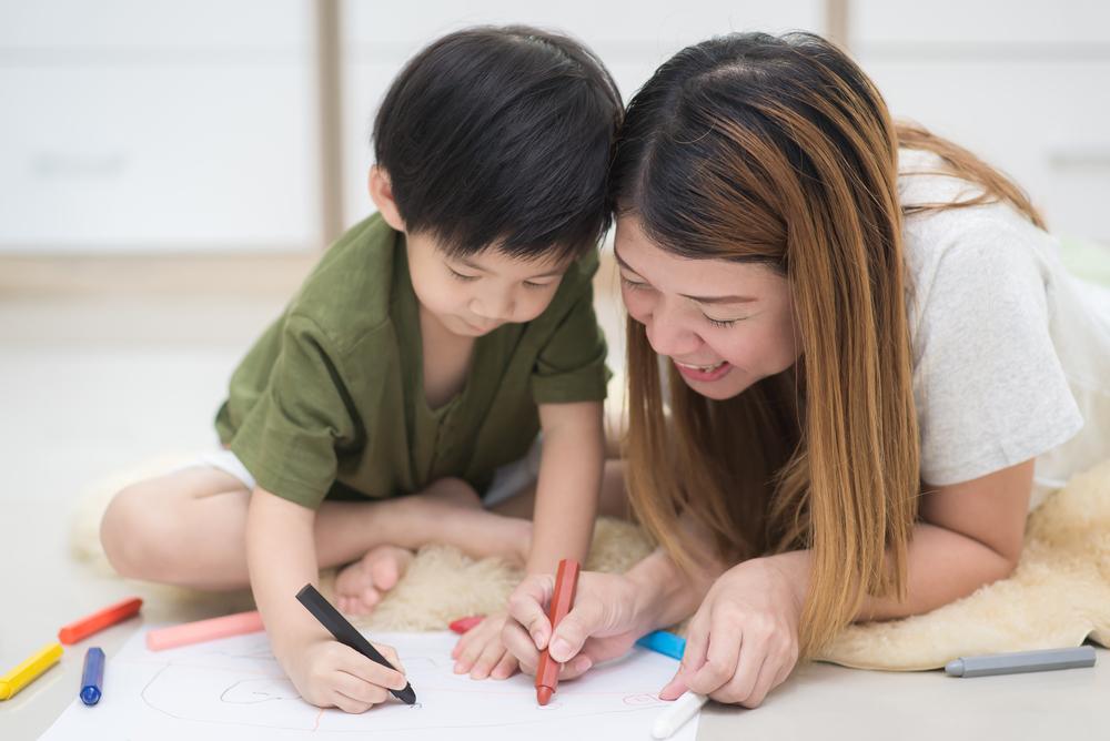 5 Cara Mengajarkan Anak Menggambar dan Mewarnai, Dijamin Anak Tidak Cepat Bosan ! 5