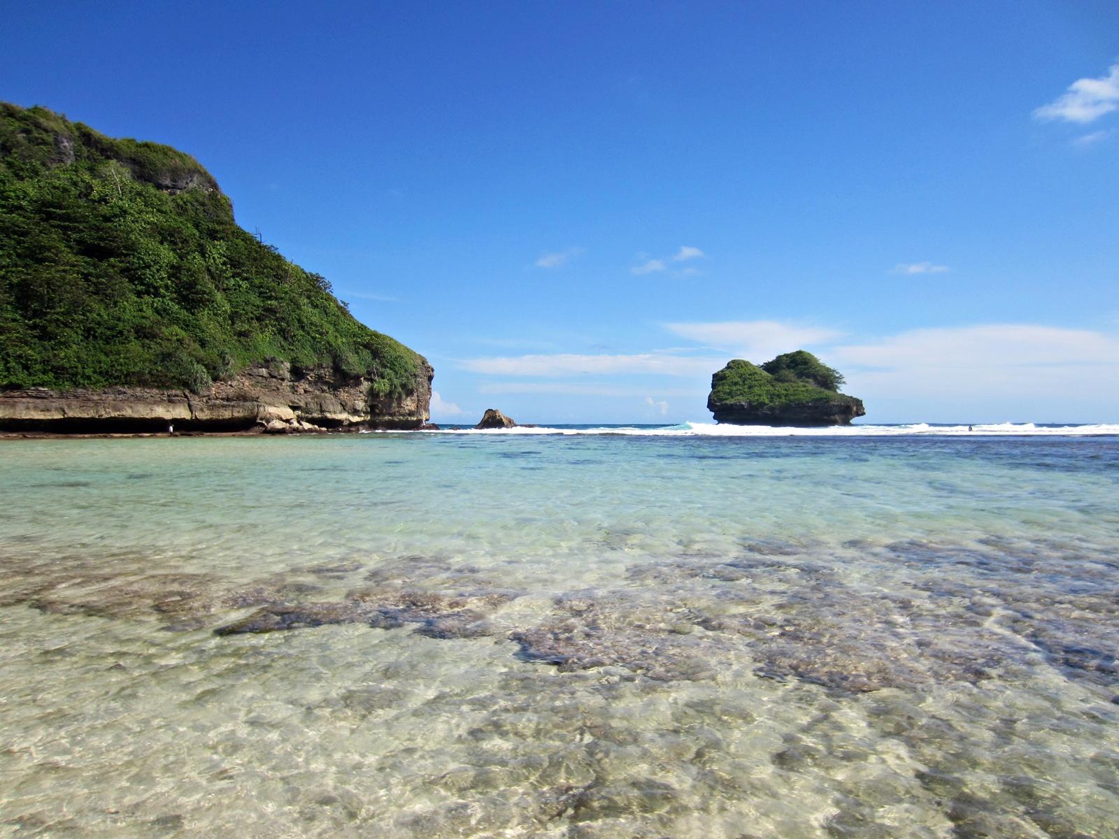 5 Pantai Malang Yang Wajib Kamu Kunjungi Saat Berlibur Ke sini, Indah dan Eksotis 6
