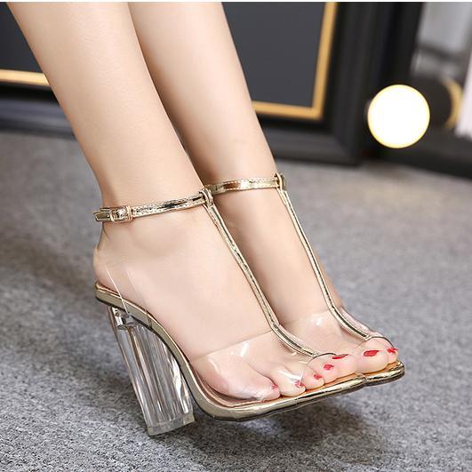 5 Sepatu Kekinian Yang Paling Banyak di Cari Wanita, Yuk Kamu Jangan Sampai Ketinggalan 7