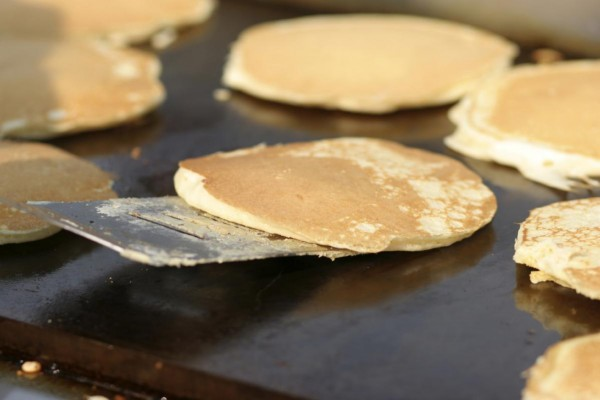 10 Cara Membuat Pancake Dengan Hasil Yang Lebih Lembut dan Dijamin Ketagihan 11