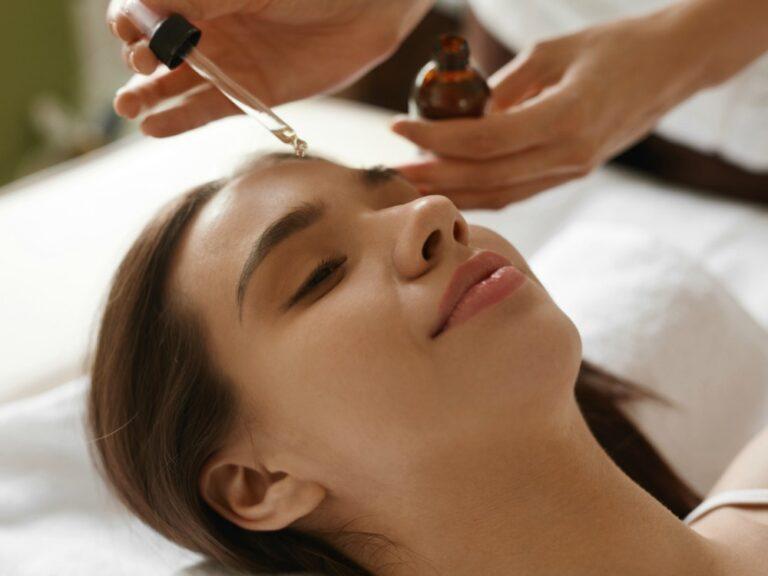 5 Manfaat Face Oil Untuk Masalah Kulit Yang Berminyak dan Berjerawat 1
