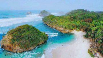 5 Pantai Malang Yang Wajib Kamu Kunjungi Saat Berlibur Ke sini, Indah dan Eksotis 2