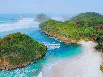 5 Pantai Malang Yang Wajib Kamu Kunjungi Saat Berlibur Ke sini, Indah dan Eksotis 10